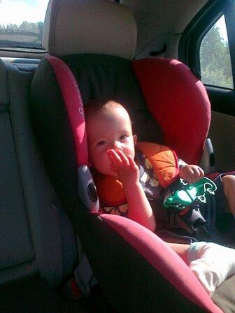При путешествиях с ребенком автомобильное кресло обязательно