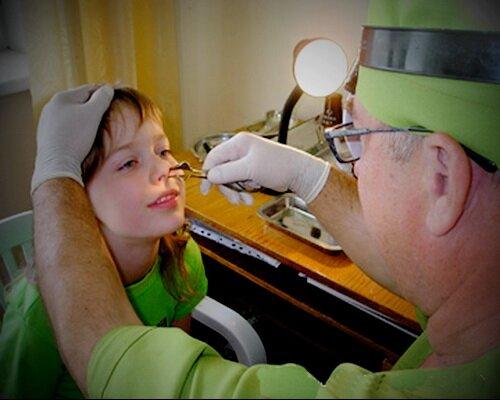 Подходящее лекарство может подобрать только доктор с учетом состояния больного, его возраста и течения болезни