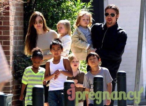 Семейство Джоли-Питт в полном составе